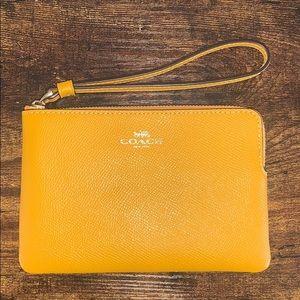 NEW Coach wristlet wallet